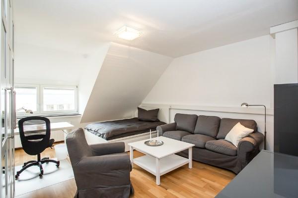 zimmer 204. Black Bedroom Furniture Sets. Home Design Ideas